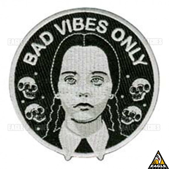Patch Bordado Wandinha Bad Vibes Only
